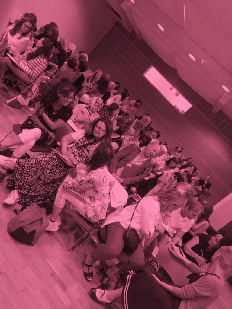 Lola Torres de Campamento Norte impartiendo un taller a profesores de idiomas en el Instituto Cervantes de Estocolmo